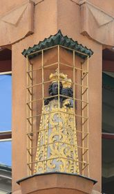La estatuilla de la Madona Negra en una jaula de rejas doradas, foto: Matěj Baťha, Wikimedia CC BY-SA 3.0