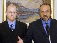 Úřadující předseda ČSSD a ministr financí Bohuslav Sobotka (vlevo) a předseda poslaneckého klubu ČSSD Michal Kraus, foto: ČTK