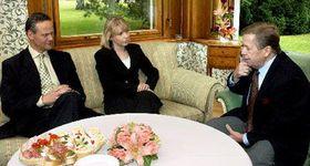 Вацлав Гавел (направо) и представители Коалиции Ц. Свобода и Г. Марванова (Фото: ЧТК)