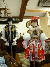 Festtagstracht des Ehepaars, Uherský Brod (Foto: Jitka Mládková)