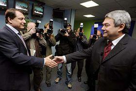 Předseda ČSSD Jiří Paroubek (vlevo) apředseda KSČM Vojtěch Filip, foto: ČTK