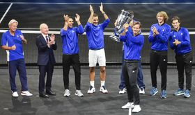 Team Europe with the cup held by Tomáš Berdych, photo: CTK