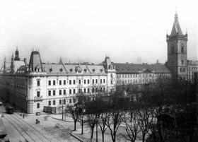 Karlovo Náměstí (Charles Square) with the Palace of Justice (left)