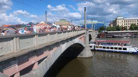 Große Feier: Die Mánes-Brücke ist am Samstag für den Verkehr gesperrt (Foto: Markéta Kachlíková)