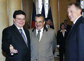 Zleva: Alexandr Vondra, Karel Schwarzenberg aMirek Topolánek, foto: ČTK