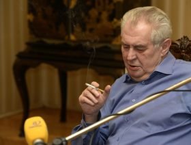 Президент Милош Земан во время радиопередачи (Фото: ЧТК)