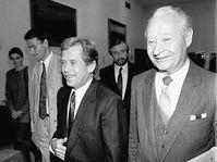 Alexander Dubček avec Václav Havel, Novembre 1989, photo: Herbert Slavík