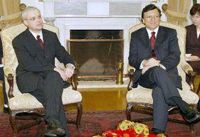 Primer ministro checo, Vladimír Spidla con su homólogo portugués, José Manuel Durao Barroso, foto: CTK