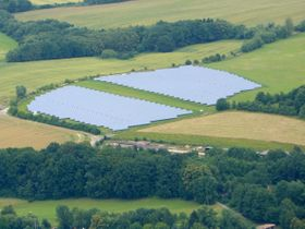 Solarpark Bystřice pod Hostýnem (Foto: Pavel Ševela, Wikimedia Commons, CC BY-SA 3.0)