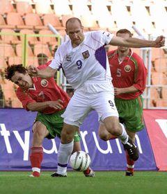 Los futbolistas checos derrotaron a la selección de Bielorrusia, en primer plano Jan Koller, foto: CTK