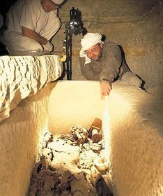 Miroslav Bárta at the sarcophagus with the remains of Neferinpu, photo: Czech Institute of Egyptology