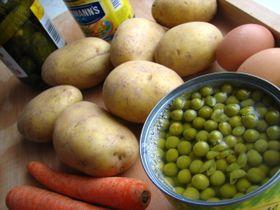 Suroviny na přípravu bramborového salátu, foto: Barbora Kmentová