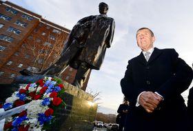Premiér Babiš přišel položit věnec kpamátníku T. G. Masaryka ve Washingtonu, foto: ČTK / Roman Vondrouš