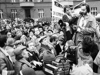 Erste erlaubte Demonstration (Foto: ČTK / Stanislav Peška)