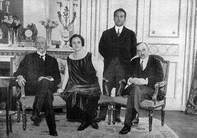 De gauche à droite : Tomáš Garrigue Masaryk, Pavla Osuská, Štefan Osuský et Edvard Beneš, photo : Wikimedia Commons, Public Domain