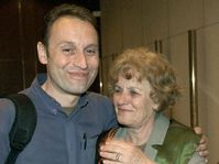 Vit Pohanka at Prague airport with his mother, photo: CTK