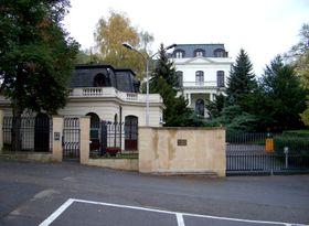 Náměstí Pod Kaštany svelvyslanectvím Ruské federace, foto: ŠJů, Wikimedia Commons, CC BY-SA 3.0