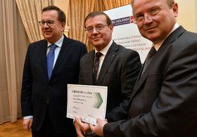Богдан Войнар (на фото по середине) и Ян Младек (налево) (Фото: ČTK)