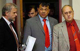 De izquierda: Ivan David, Jaroslav Foldyna y Jan Kavan (Foto: CTK)