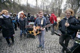 Участники шествия в поддержку «Клиники», Фото: ЧТК