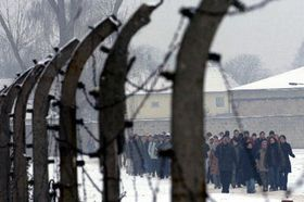 Návštěvou bývalého koncentračního tábora Sachsenhausen si 27. ledna účastníci vzpomínkového aktu připomněli 59. výročí osvobození vyhlazovacího tábora Osvětim, které je slaveno jako Den obětí nacismu, foto: ČTK