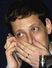 Stanislav Gross con su teléfono celular (Foto: CTK)