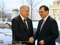 Primer ministro bávaro, Horst Seehofer, y el jefe del Gobierno checo, Petr Nečas. Foto: ČTK