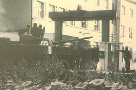 Una de las mayores resistencias militares se dio en el 7. Regimiento Paracaidista de Holešov, cuyos miembros impidieron la entrada a los soldados soviéticos en sus cuarteles, foto: ČT Brno