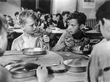 Ivan Jandl (à gauche) dans le film « Les Anges marqués », photo : Metro-Goldwyn-Mayer (MGM)