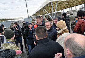 Tomáš Petříček et Anders Samuelsen à Marioupol, photo: ČTK/Milan Syruček