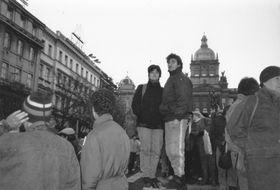 Katrin Bock (Mitte links) auf dem Wenzelsplatz 1989 (Foto: Archiv von Katrin Bock)