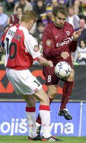 Richard Dostálek (Slavia) y Karel Poborský (Sparta), foto: CTK
