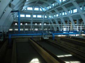 """La """"catedral del agua de Engel"""", donde se realiza la filtración de arena. Foto: Daniel Ordóñez"""