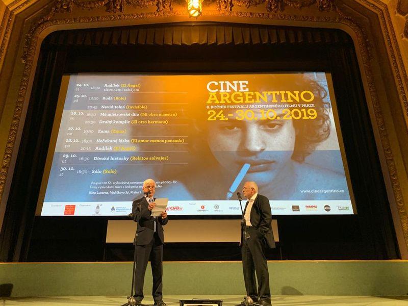 El Embajador de Argentina Roberto Alejandro Salafia y el Director Jan Rybář en la inauguración del festival, foto: Embajada de Argentina en RCh