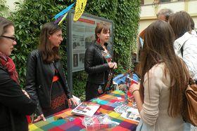 Anna Poledňáková y Lucie Hrušková de United Visions en el Festival de la Cultura Latinoamericana en Museo de Náprstek de Praga, foto: Dominika Bernáthová