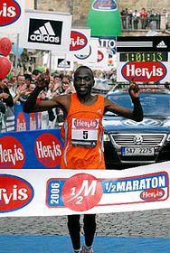 Keňský běžec Stephen Kibiwott, foto: ČTK
