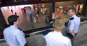 Policisté hlídkující na Hlavním nádraží vPraze, foto: ČTK
