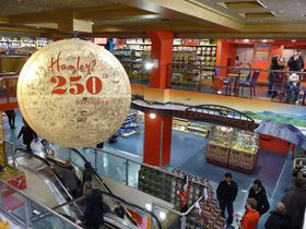Hamleys London, photo: Lewis Clarke, CC BY-SA 2.0