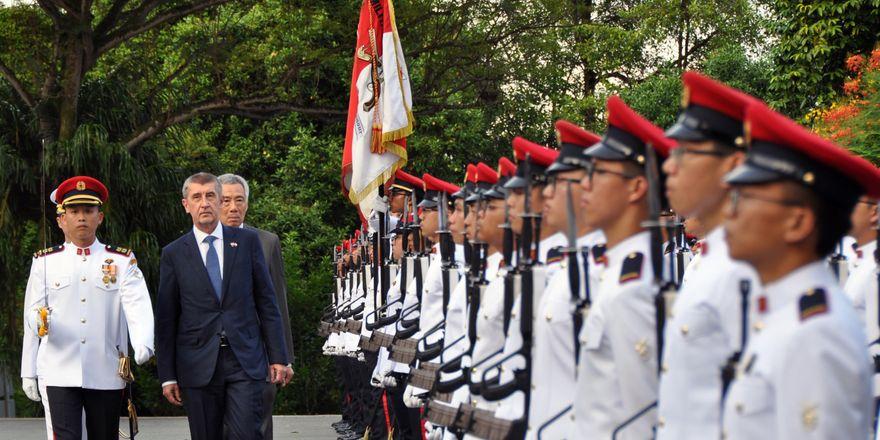 Přivítání Andreje Babiše v Singapuru, foto: ČTK / Radek Jozífek