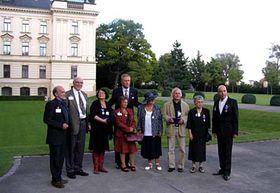 Mirek Topolánek mit den ausgezeichneten Dissidenten (Foto: Martina Stejskalová)