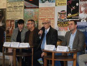 Per Boye Hansen (2. von links) und Jan Burian (3. von links). Foto: Martina Schneibergová