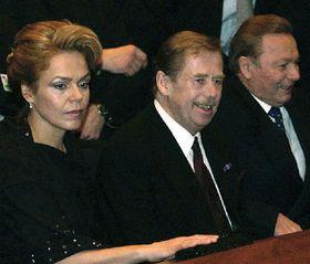 Václav Havel con su esposa Dagmar y Rudolf Schuster en el Teatro Nacional en Bratislava, Foto: Roman Casado