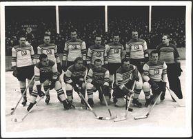 Les hockeyeurs tchécoslovaques en 1947, photo: Národní muzeum, e-sbirky, CC BY