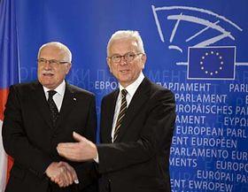 Václav Klaus y Hans Gert Pöttering (Foto: CTK)