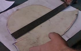 Příprava šablony pro výrobu přilby, foto: Česká televize