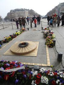 Hrob neznámého vojína uVítězného oblouku vPaříži, foto: ktanaka, CC BY 3.0