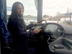 Alena Pokorná, la conductora del autobús, foto: Kristina Lemperová, ČRo