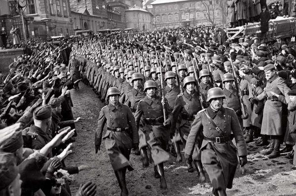 Des troupes hitlériennes au Château de Prague le 15 mars 1939, photo: Public domain