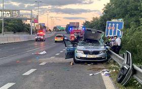 Die Fahrerin eines Pkw rammte das Polizeiauto am Sonntagabend (Foto: Archiv der tschechischen Polizei)