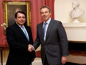 Jirí Paroubek (a la izquierda) y Tony Blair (Foto: CTK